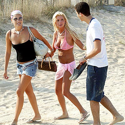 BEACH BLANKET BLING-O photo | Tara Reid