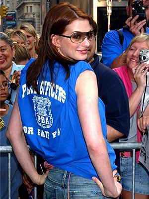 ROYAL TEE photo | Anne Hathaway