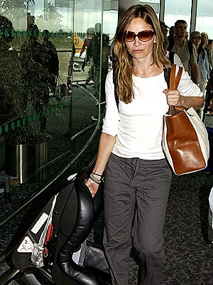 CARRYING ON photo | Calista Flockhart