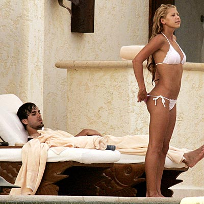 POOLSIDE VIEW photo | Anna Kournikova, Enrique Iglesias
