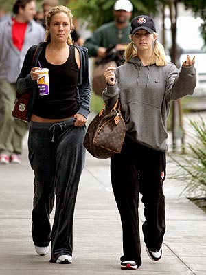 CASUALLY 90210 photo | Jessica Simpson