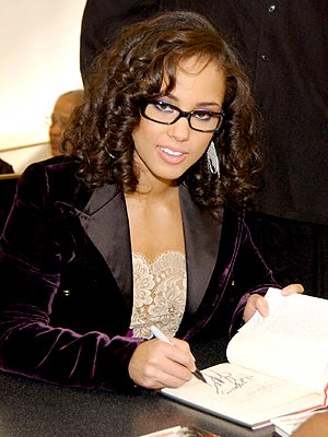 SIGNATURE HIT photo | Alicia Keys