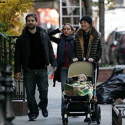 CITY STROLLERS photo | Kate Hudson