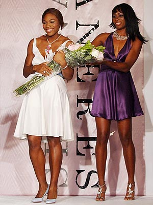 SERVING STYLE photo | Serena Williams, Venus Williams