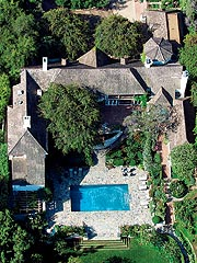 Brad & Jen's House Sells for $22.5 Million| Brad Pitt, Jennifer Aniston