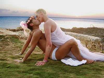 BEACH LOVE photo | Brigitte Nielsen