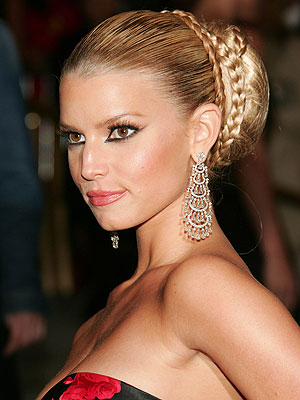 Jessica Simpson wears a hot hair style for prom, the 'braided bun'