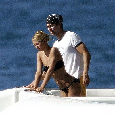 Anna Kournikova with her boyfriend - Page 2 Akournikova