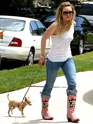 LEASHING OUT photo | Hilary Duff