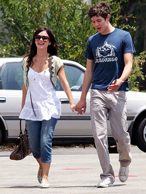 OFFSCREEN CHEMISTRY photo | Adam Brody, Rachel Bilson