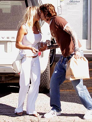 LIP-SMACKED photo | Pamela Anderson, Tommy Lee