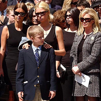 SAYING GOODBYE photo | Kathy Hilton, Nicky Hilton, Paris Hilton