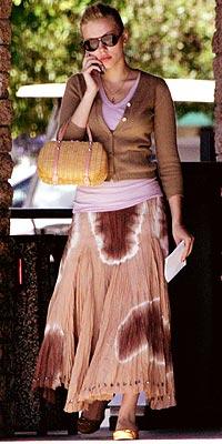 SKIRTING THE ISSUE photo | Scarlett Johansson