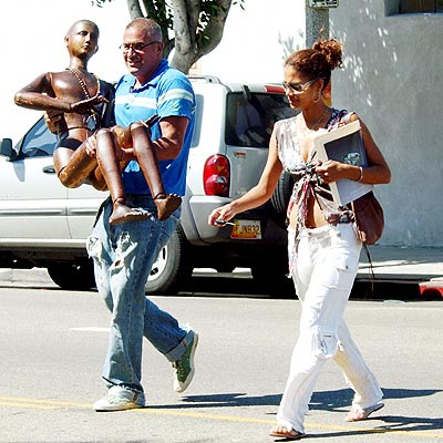 WHAT'S UP WITH HALLE'S 'MAN'? photo | Halle Berry