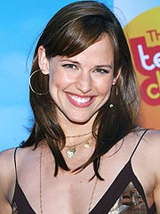 Viral Infection Stalls Jennifer Garner | Jennifer Garner