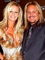 Motley Crue's Vince Neil Marries in Vegas | Vince Neil