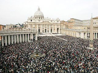 Huge Crowds Pay Tribute to Pope | Pope John Paul II