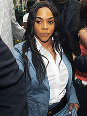 Lil' Kim Gets 1 Year in Prison for Perjury