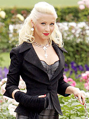 Christina Aguilera Slices Hand