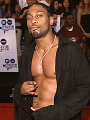 Singer D'Angelo Home After Car Crash