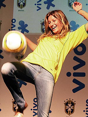 PLAYING FOOTSY photo | Gisele Bundchen