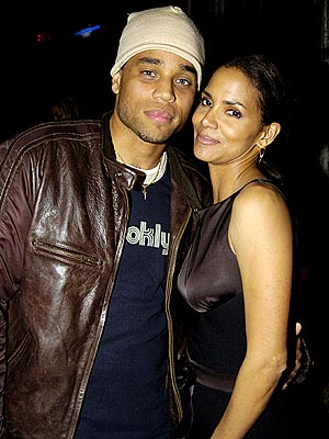OFFSCREEN CHEMISTRY photo | Halle Berry, Michael Ealy