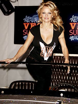 VIVA LONDON photo | Pamela Anderson
