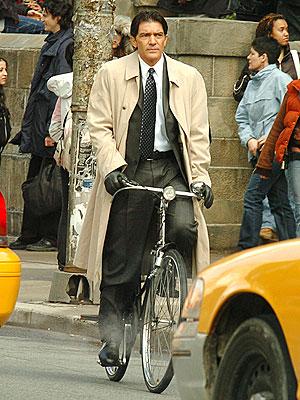 WELL WHEELED photo | Antonio Banderas