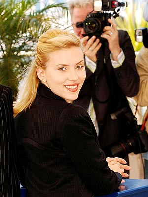 FRENCH TWIST photo | Scarlett Johansson