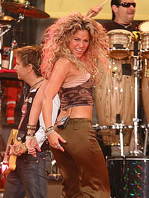 TWIST AND SHOUT photo | Shakira