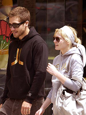 STAYING CLOSE photo | Jake Gyllenhaal, Kirsten Dunst