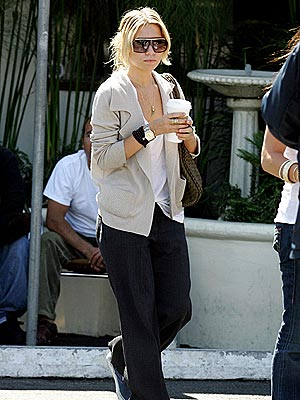 SIP & STROLL photo | Ashley Olsen