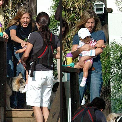 REUNITED FRIENDS photo | Jennifer Aniston