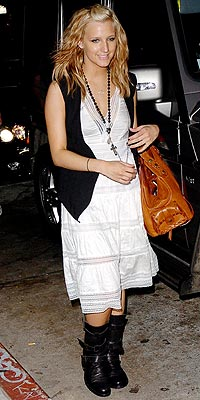 VEST FRIEND photo | Ashlee Simpson