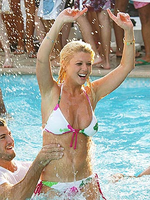 POOL PARTY photo | Tara Reid