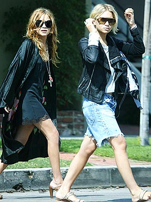 TWO-STEP photo | Ashley Olsen, Mary-Kate Olsen
