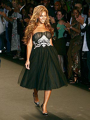 FASHIONABLY GIVING photo | Beyonce Knowles