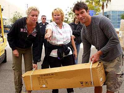 HELPING HANDS photo   Jerry O'Connell, Rebecca Romijn