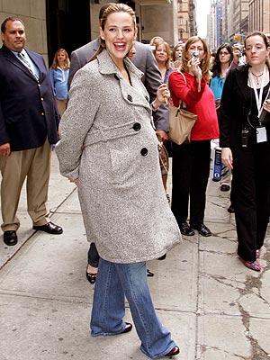 PREGNANT PAUSE photo   Jennifer Garner