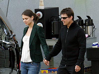 ON-SET ROMANCE photo | Katie Holmes, Tom Cruise