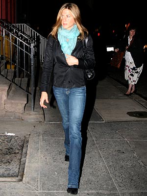 FRIEND IN TOWN photo | Jennifer Aniston