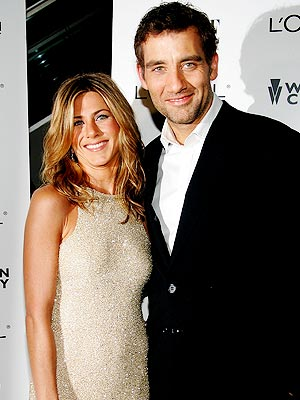 &#39;TRAIN&#39;-ING DAY photo | Clive Owen, Jennifer Aniston