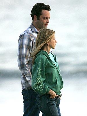 ROMANTIC STROLL photo | Jennifer Aniston, Vince Vaughn