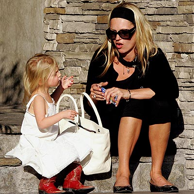 FASHIONABLE FAMILY photo | Kate Moss