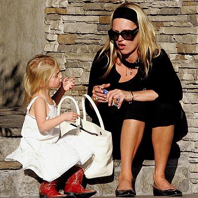 FASHIONABLE FAMILY photo | Kate Moss