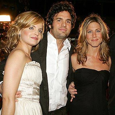 STARTING A 'RUMOR' photo | Jennifer Aniston, Mark Ruffalo, Mena Suvari