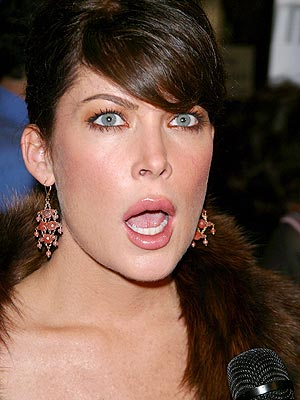 WORST SEAT MATE photo | Lara Flynn Boyle