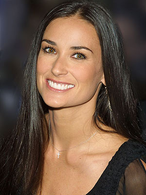 The 54-year old daughter of father Charles Harmon and mother Virginia Guynes, 165 cm tall Demi Moore in 2017 photo