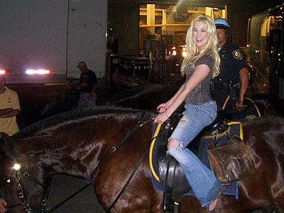GIDDY-UP  photo | Kellie Pickler