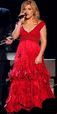 RED ALERT photo | Kelly Clarkson